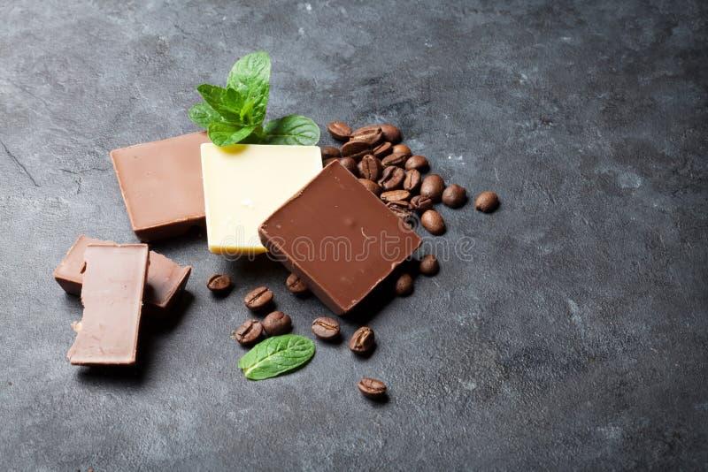 Feijões do chocolate e de café imagem de stock