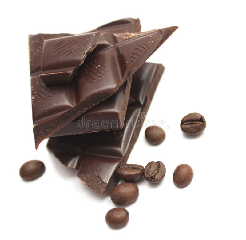 Feijões do chocolate e de café. foto de stock