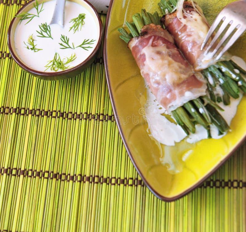 Feijões verdes com bacon foto de stock royalty free