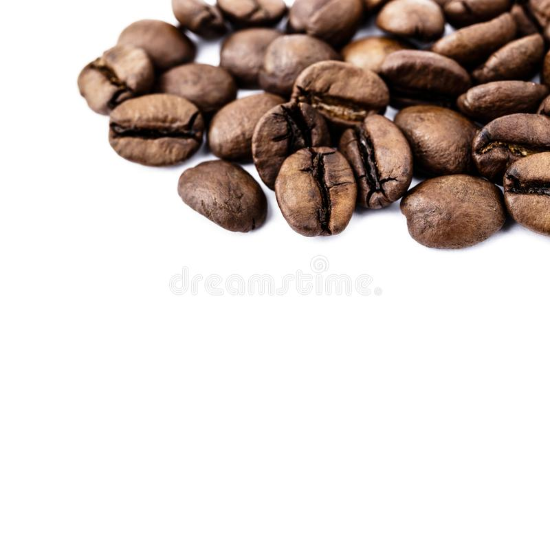 Feij?es de caf? no branco fotografia de stock