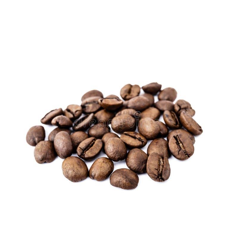 Feij?es de caf? no branco fotos de stock royalty free