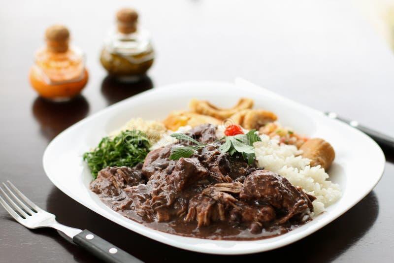 Feijoada, a tradição brasileira da culinária fotografia de stock
