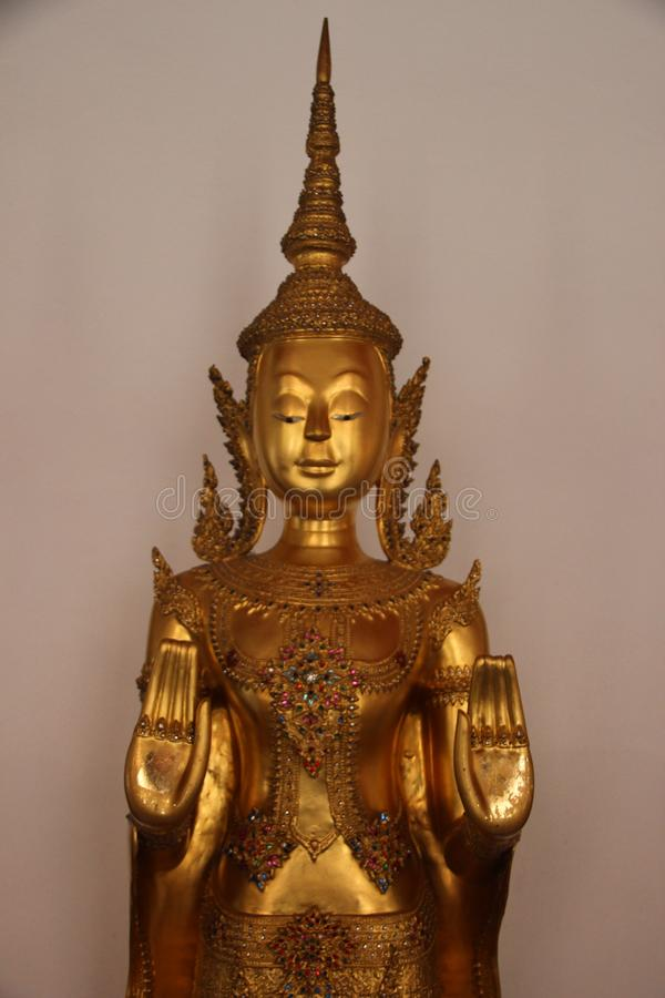 Feiner Art Golden Buddha In Buddhist-Tempel lizenzfreies stockbild