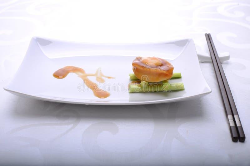 Feines Speisen der Ohrschnecke in einem Restaurant, in dem Darstellung wichtig ist lizenzfreies stockfoto