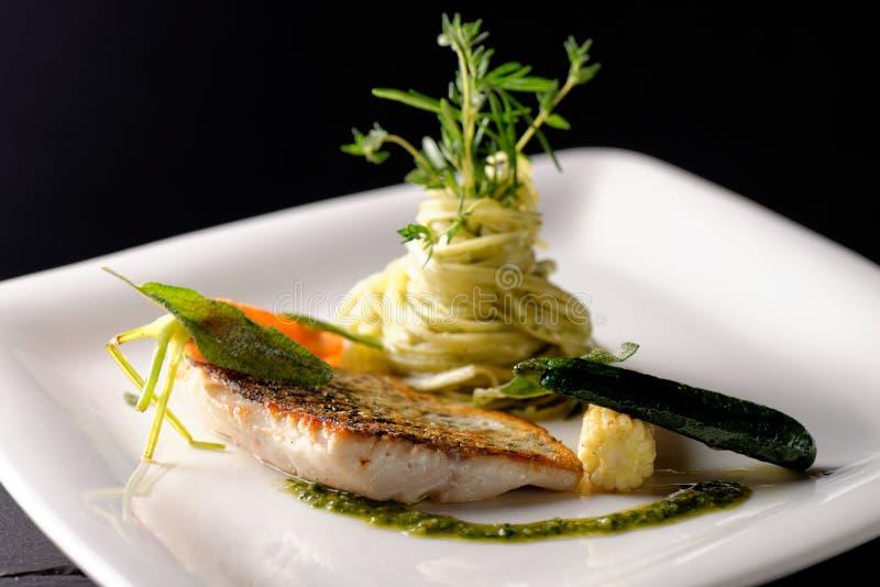 Feines Speisen, Fischfilet stockfotografie