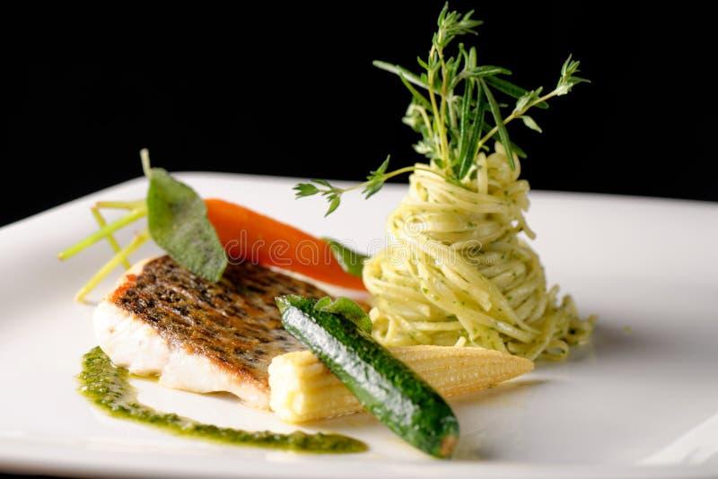 Feines Speisen, Fischfilet lizenzfreies stockbild