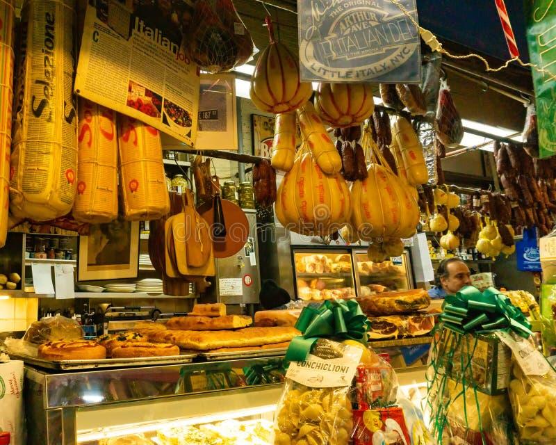 Feinkostgeschäft innerhalb Arthur Avenue Retail Markets im Bronx, New York stockfoto