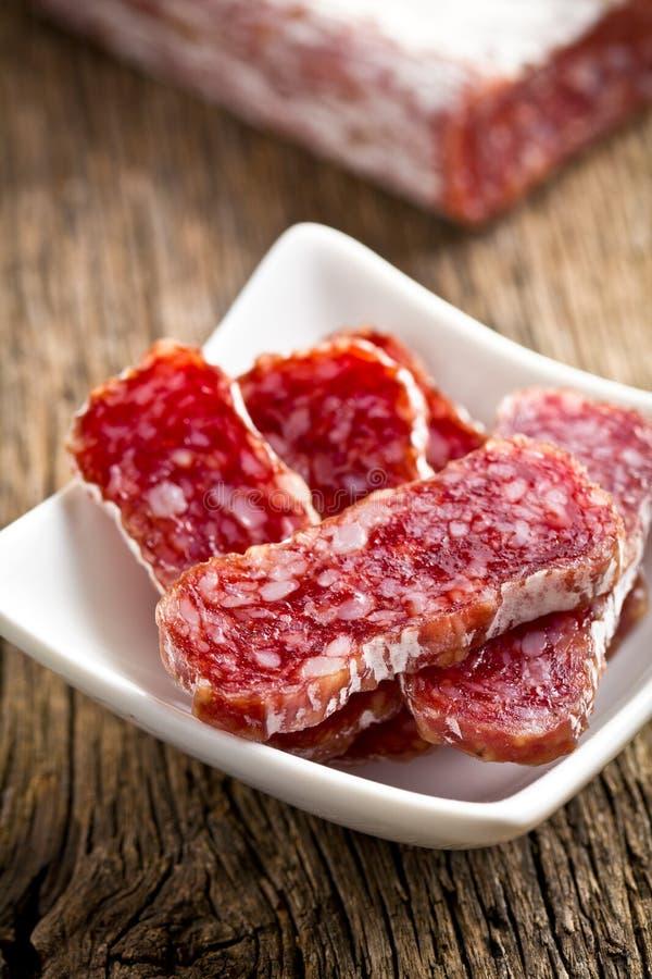 Feinschmecker geschnittene Salami stockfoto