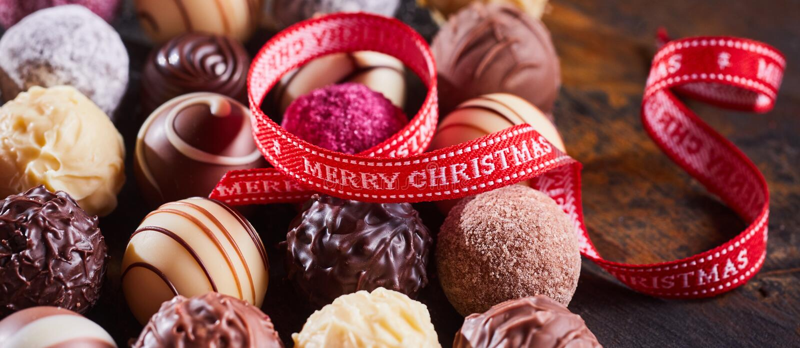 Feinschmeckerische handgemachte Schokoladen der frohen Weihnachten lizenzfreies stockfoto