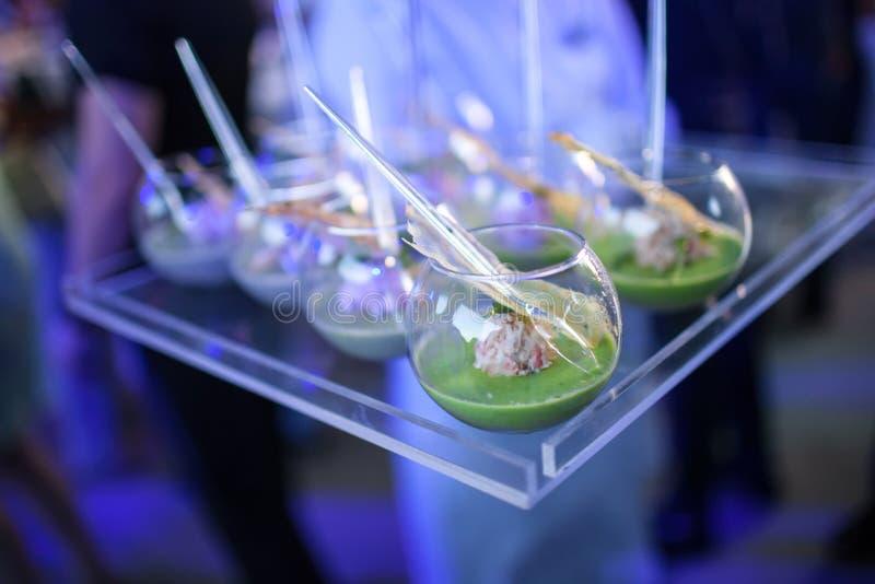 Feinschmeckerische köstliche Teller und Lebensmittel-Verpflegung (Fusions-Küche) lizenzfreies stockfoto