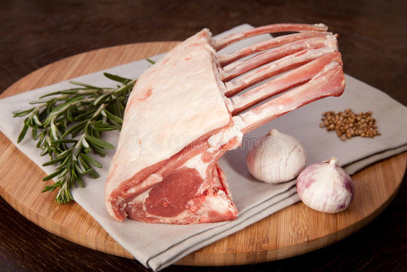 Feinschmeckerische Nahrung der Lammzahnstangenkrone stockbild