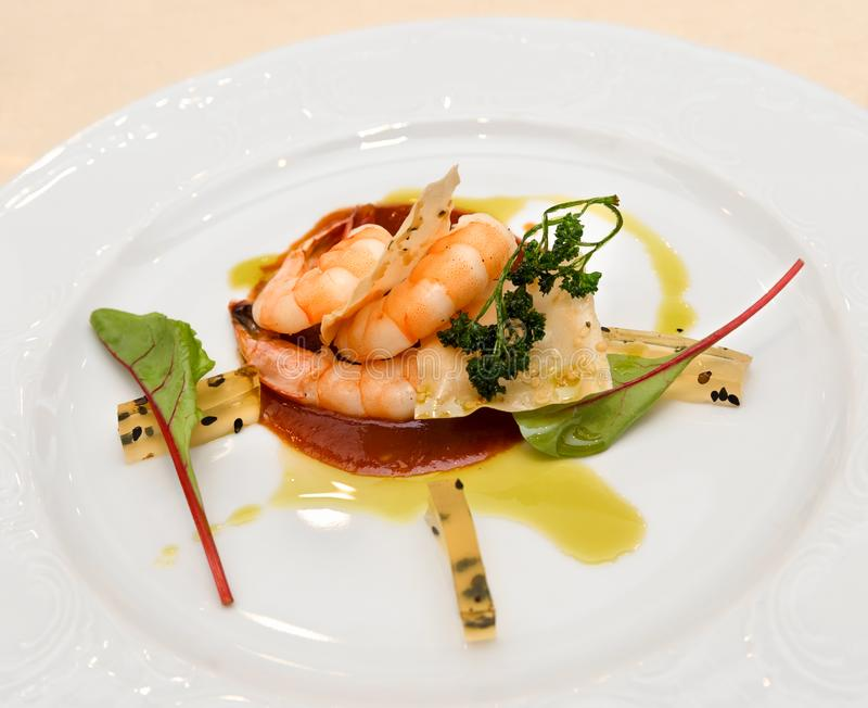 Feinschmeckerischer Garnelenstartersnack-Meeresfrüchtesalat lizenzfreies stockfoto