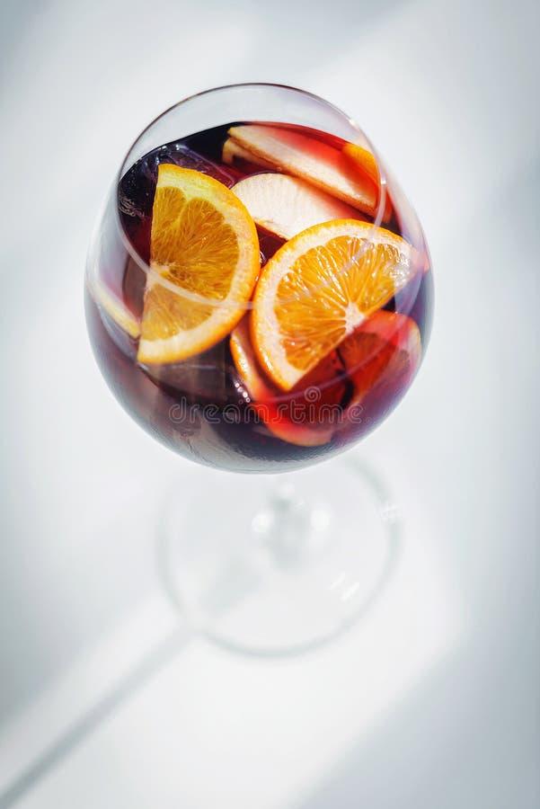Feinschmeckerisches dri Cocktail der berühmten traditionellen Sangria des Rotweinspanischen lizenzfreies stockbild
