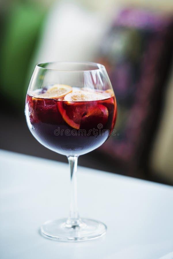 Feinschmeckerisches dri Cocktail der berühmten traditionellen Sangria des Rotweinspanischen lizenzfreies stockfoto