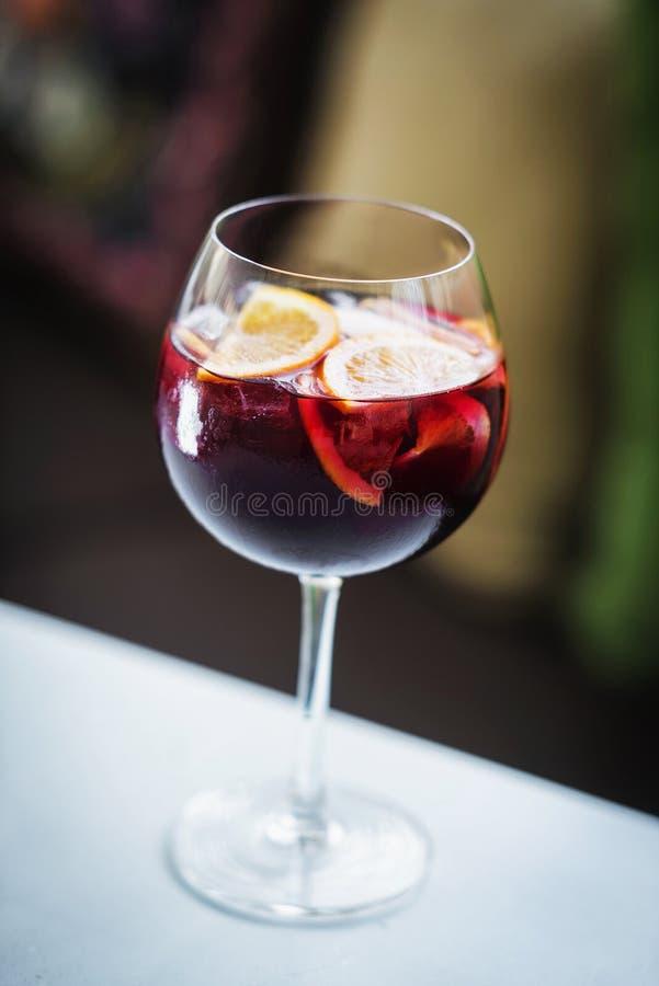 Feinschmeckerisches dri Cocktail der berühmten traditionellen Sangria des Rotweinspanischen lizenzfreie stockfotos