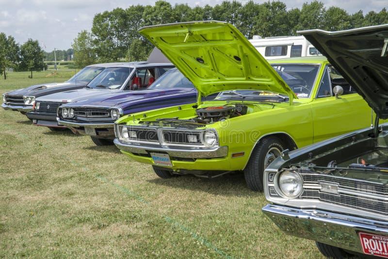 Feira automóvel com carros do vintage foto de stock