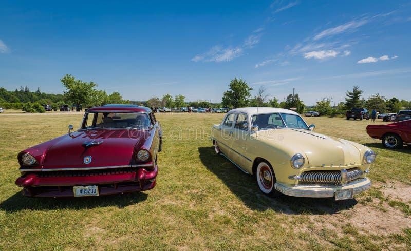 Feira automóvel espetacular no parque da herança do país, vista dianteira surpreendente de carros clássicos do vintage fotos de stock royalty free