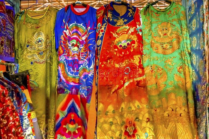 Feira da ladra Beijin de Dragon Replica Silk Garments Panjuan do chinês imagens de stock