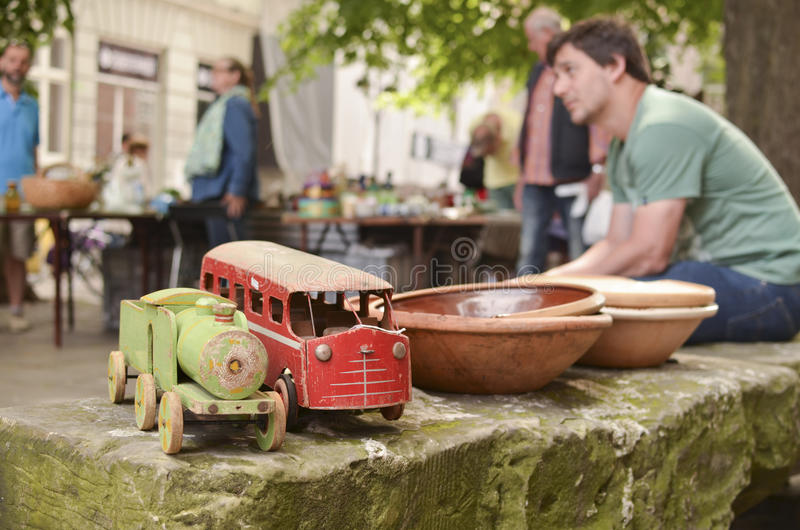Feira da ladra em brinquedos de madeira Copenhaga-velhos imagens de stock