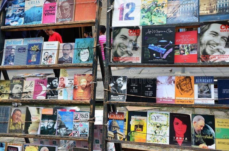 Feira da ladra em Havana velho, livros sobre Che e Fidel imagens de stock royalty free