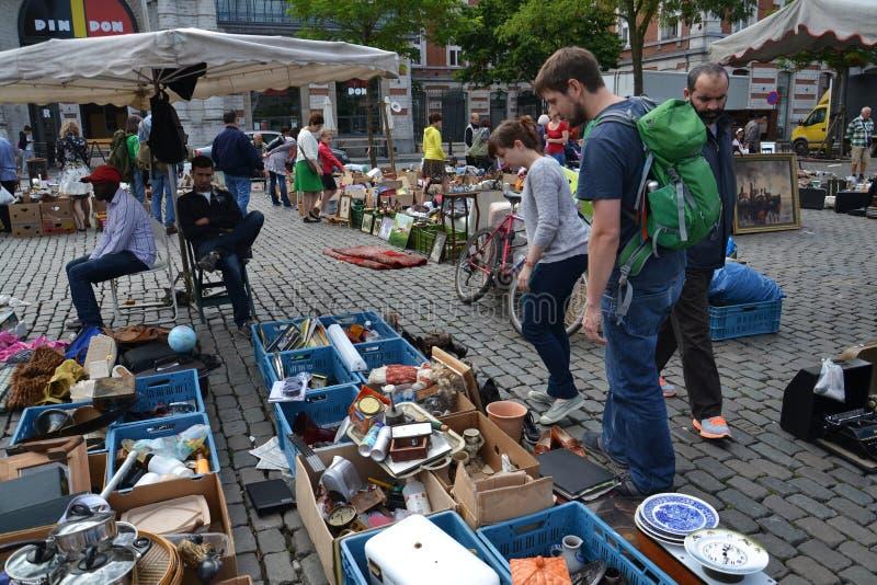 Feira da ladra em Lugar du Jeu de Balle em Bruxelas, Bélgica fotografia de stock