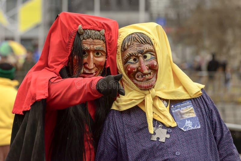 Feiticeiro do diabo vermelho e bruxa na parada de carnaval, Estugarda imagens de stock royalty free