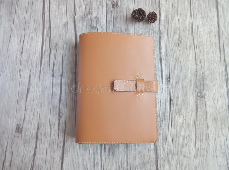 Feito do caderno de couro imagens de stock royalty free