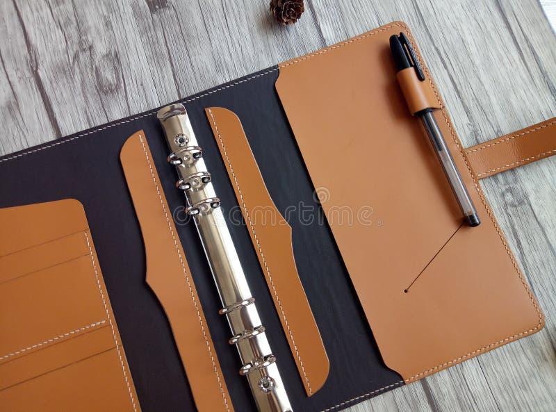 Feito do caderno de couro fotos de stock