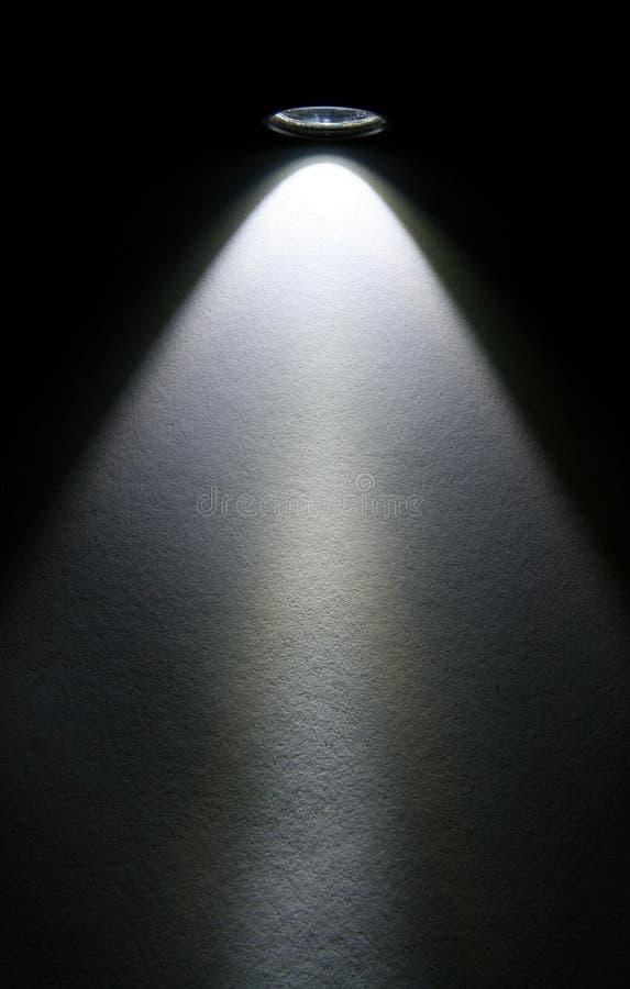 Feixe da lanterna elétrica do diodo emissor de luz no papel.
