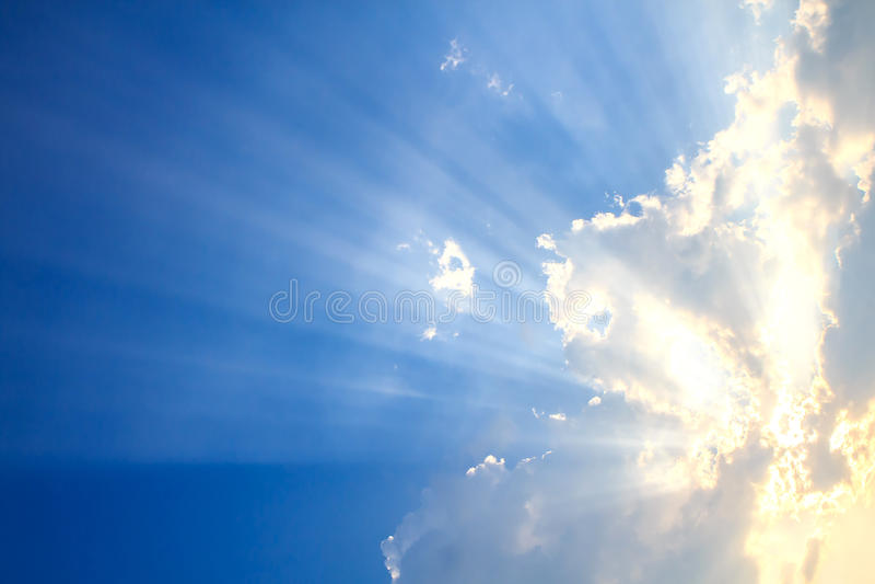 Feixe de luz e das nuvens imagens de stock royalty free