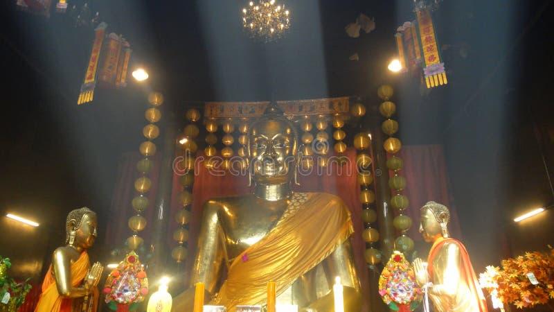 Feixe luminoso na Buda fotografia de stock royalty free
