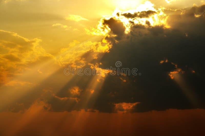 Feixes solares foto de stock royalty free