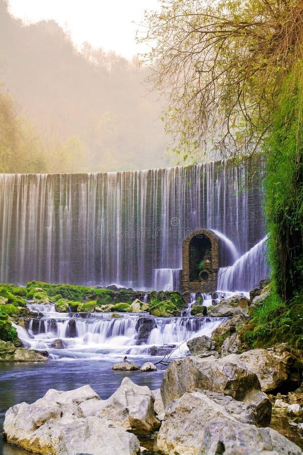 Feiyun vattenfall i Zhangjiang den sceniska fläcken, Libo, Kina arkivfoto