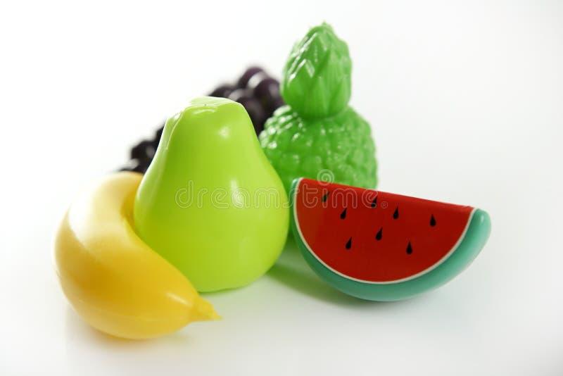 fejka frukter spelar plast- varierande grönsaker royaltyfria bilder