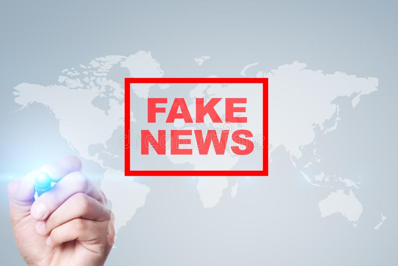 Fejka nyheternavarning p? den faktiska sk?rmen arkivfoto