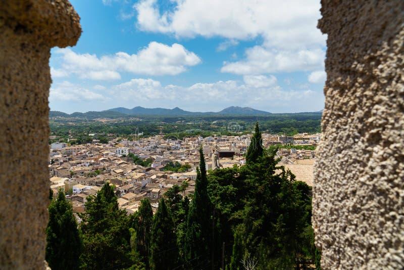 Feld Überblick über die Stadt Arta, Majorca stockfotografie