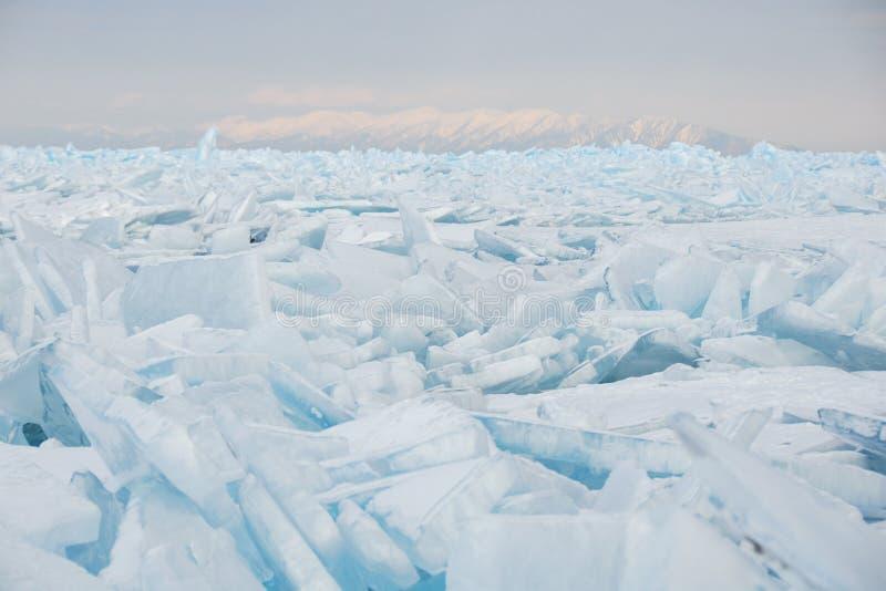 Feld des gebrochenen Eises lizenzfreies stockfoto