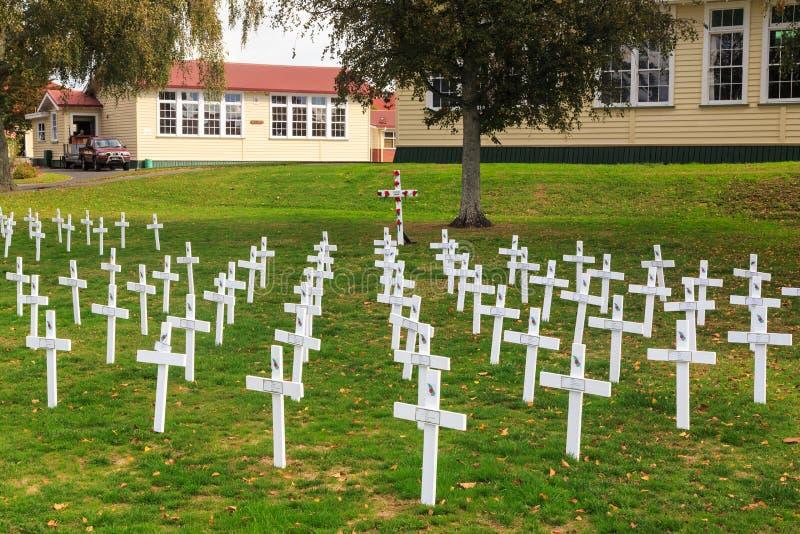 Feld von hölzernen Erinnerungskreuzen Anzac Day, Neuseeland lizenzfreies stockfoto