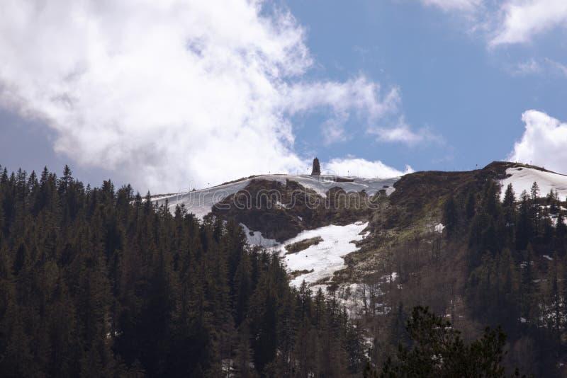 Feldberg-Berg Ansicht über topblue Himmel Schwarzwald Schwarzer Wald Deutschland lizenzfreie stockfotos
