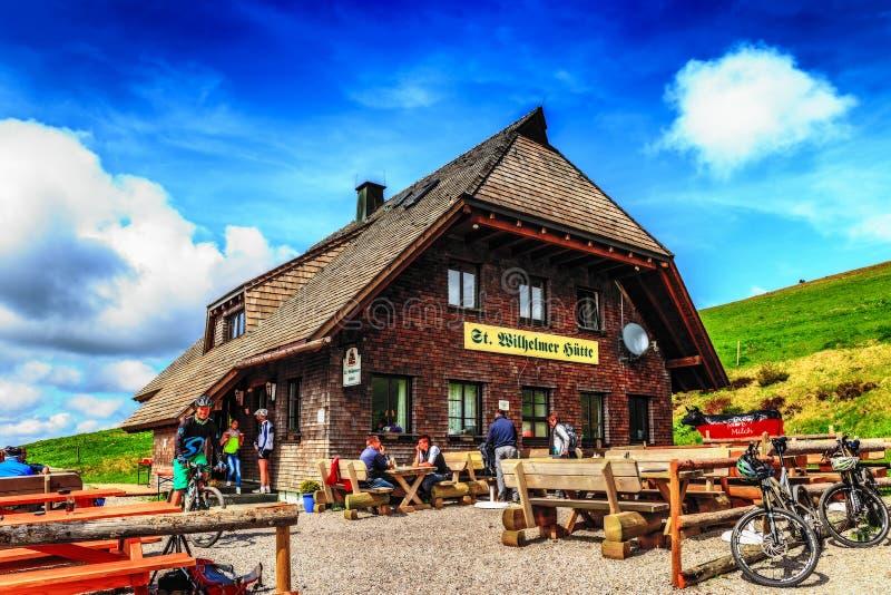 Feldberg-Gebirgshütte im Frühjahr stockfoto