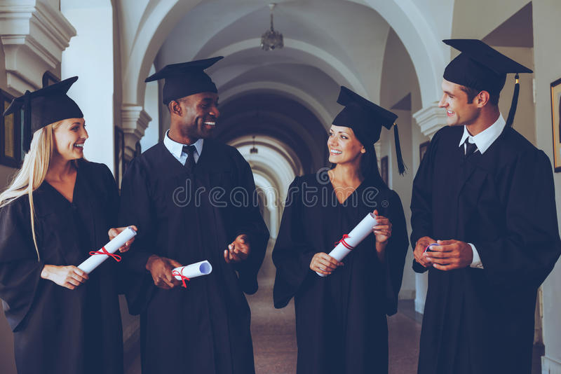 Felice di laurearsi immagini stock