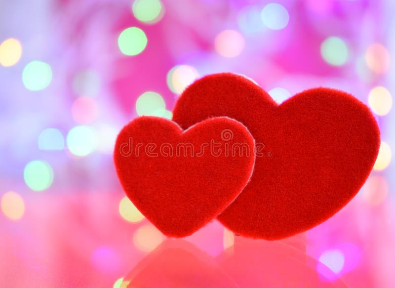 Felice romanzesco di giorno di S. Valentino dei cuori di amore due immagine stock