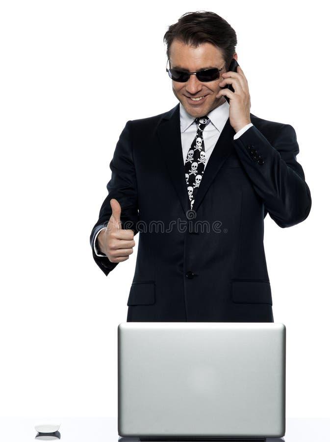 Felice soddisfatto riprogrammatore uomo-elaboratore criminale immagini stock libere da diritti
