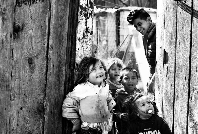 Felicidad de los niños pobres fotos de archivo