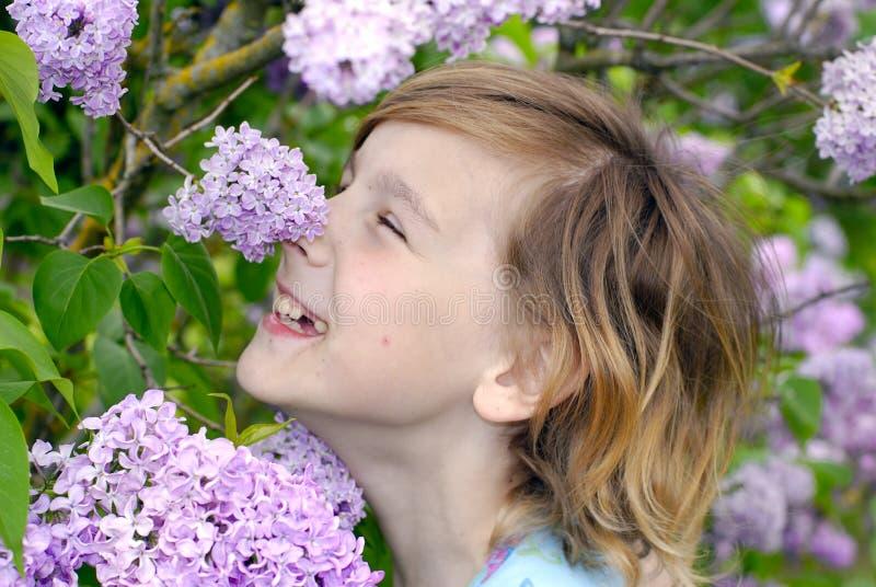 Felicidad en lila fotografía de archivo libre de regalías