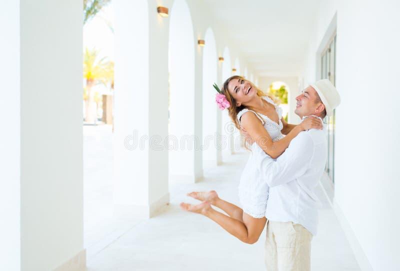 Felicidad y escena romántica de los pares del amor foto de archivo libre de regalías