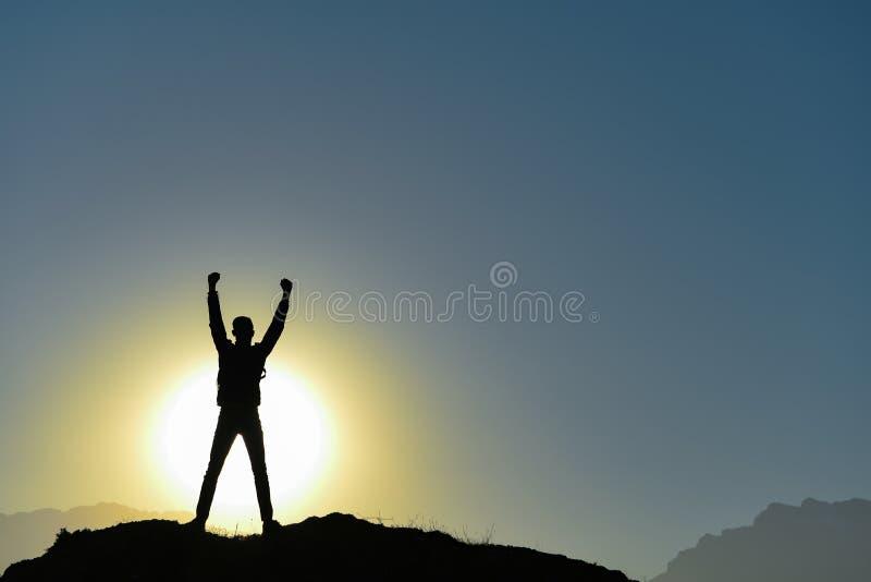Felicidad y postura orgullosa de la gente acertada imagen de archivo