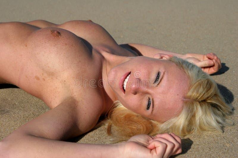 Download Felicidade imagem de stock. Imagem de blond, toned, ajuste - 107581