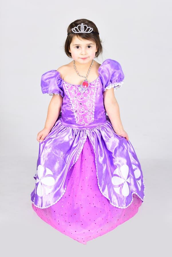 Felicidade da infância forma da criança Pouco falta no vestido bonito O dia das crianças Criança bonita pequena Bailarina pequena fotos de stock royalty free