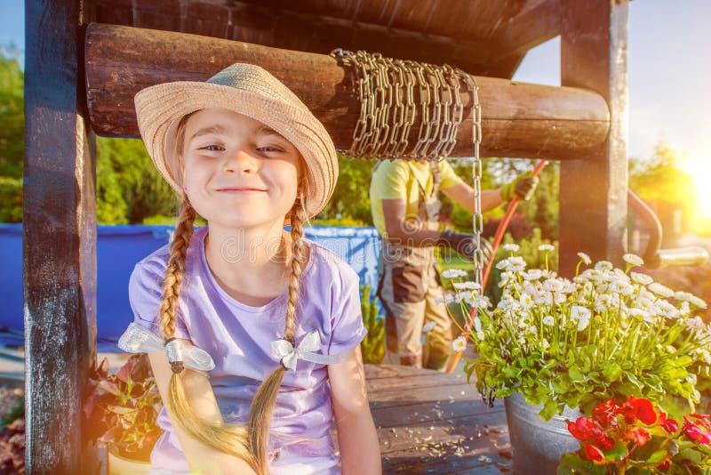 Felicidade da menina do verão foto de stock